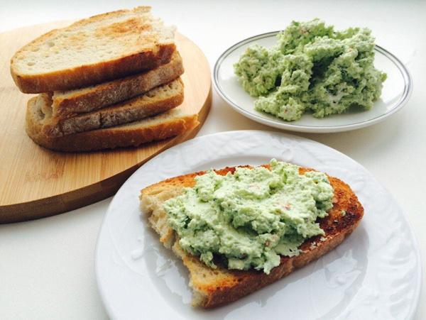 Бутерброды с авокадо пастой. Рецепты с фото с яйцом пашот, сыром, семгой, тунцом, диетические. Как приготовить крем