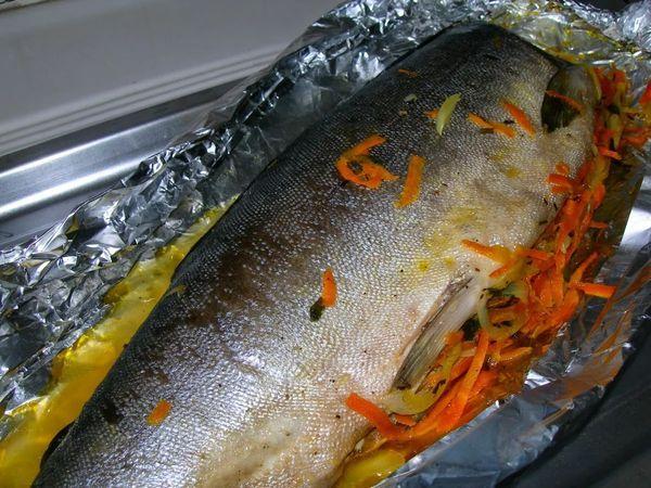 Горбуша в духовке с морковкой и луком под сыром, майонезом, сметане, пошагово