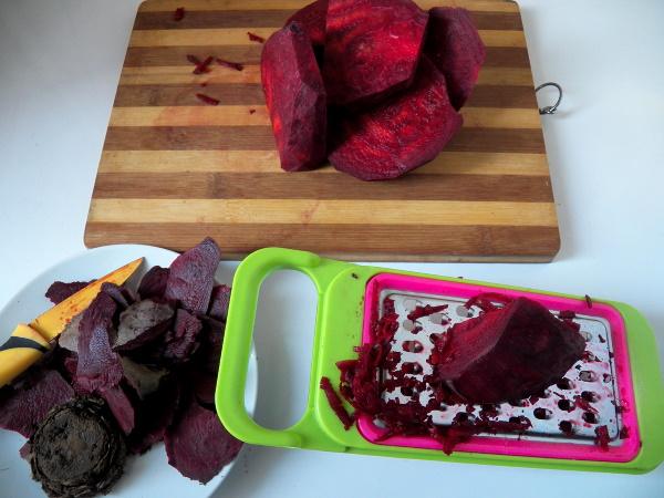Гранатовый браслет. Рецепт салата классический с курицей, говядиной, мясом, черносливом, без свеклы