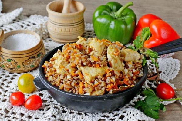 Гречка с морковью и луком на сковороде, в мультиварке, кастрюле. Рецепты с шампиньонами, помидорами, томатной пастой, тушенкой