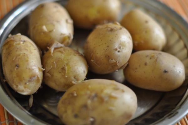 Картофель фаршированный в духовке, кастрюле, мультиварке грибами, мясом, ветчиной, сыром пошагово