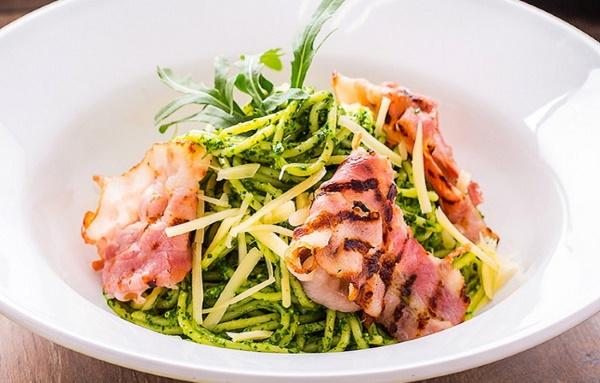 Паста песто. Рецепт классический с базиликом, креветками, курицей, помидорами, с чем едят