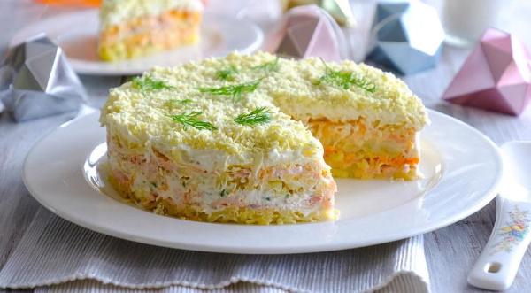 Салат из рыбной консервы. Рецепт слоями с рисом, яйцом, сыром, картофелем, Мимоза