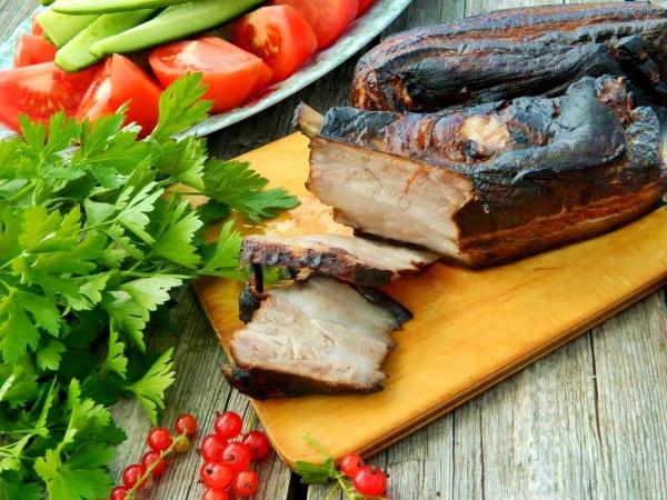 Свиная грудинка. Рецепты приготовления запеченной в духовке, луковой шелухе, рулета, соленой, вареной