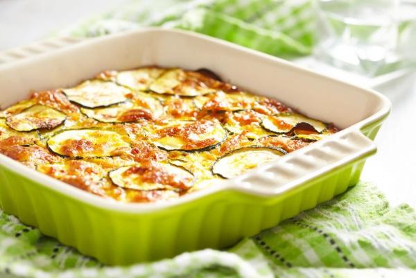 Запеканка из кабачков и фарша, картофеля в духовке, мультиварке, пошагово с фото