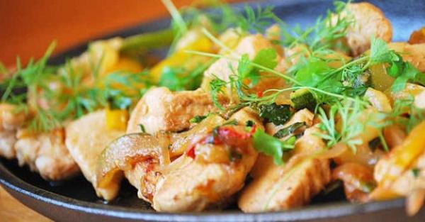 Что приготовить из вареной курицы на второе быстро, вкусно. Рецепты с картошкой, макаронами, овощами