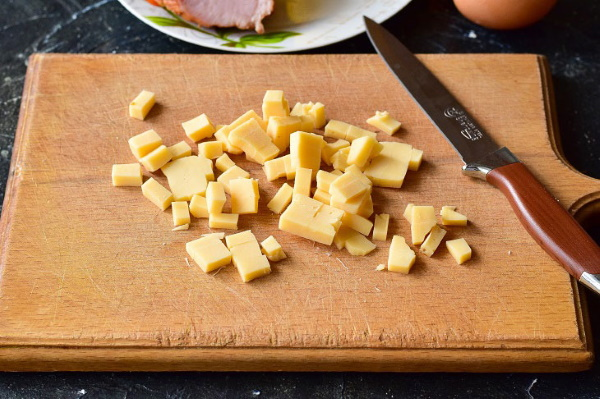 Начинка для питы в домашних условиях. Рецепт из курицы, фарша, сосисок, свинины, колбасы, зелени, сыра, моркови, фасоли, авокадо, творога