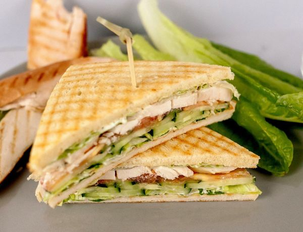 Сэндвичи. Рецепты в домашних условиях с ветчиной, курицей, яйцом, сыром, джемом, авокадо