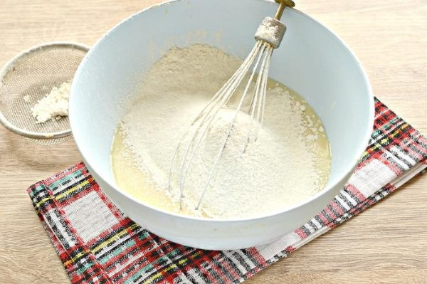 Яичные рулетики с начинкой. Рецепт на сковороде, в духовке из крабовых палочек, фарша, ветчины, сыра, красной рыбы. Пошагово