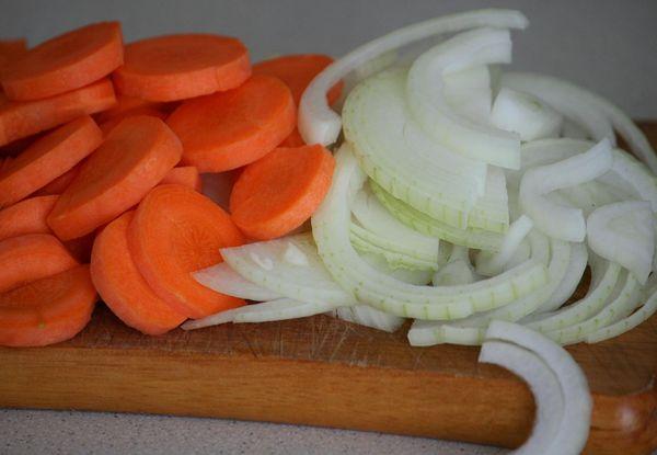 Как вкусно приготовить толстолобика в духовке, мультиварке, жареного на сковороде. Рецепт целиком, стейками пошагово