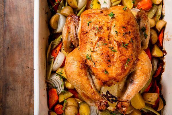 Курица в майонезе в духовке целиком. Рецепты в рукаве, фольге с картошкой, сыром, овощами, рисом