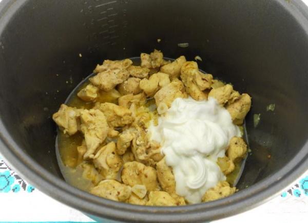 Курица в сметанном соусе в духовке, мультиварке, на сковороде. Рецепты