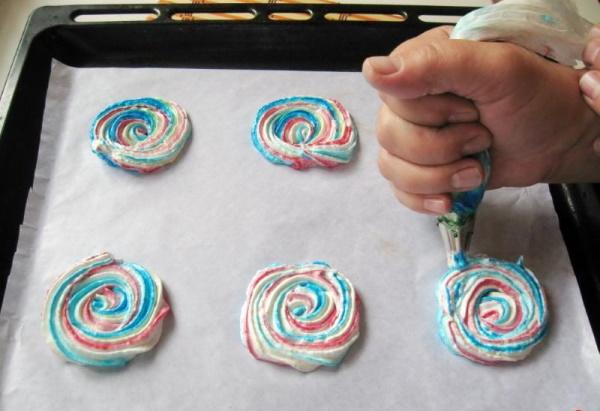 Меренги на палочке. Рецепты, как сделать своими руками с сахарной пудрой, какао, шоколадом, орехами