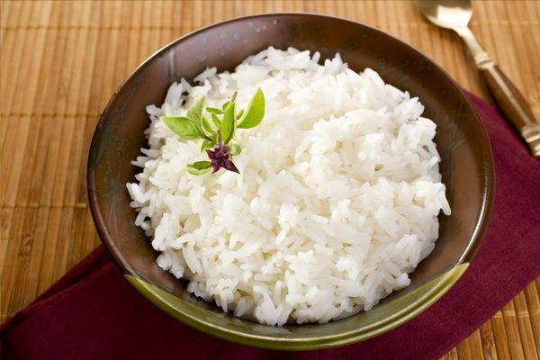 Отварить рис рассыпчатым на гарнир в кастрюле. Как правильно пропаренный, бурый