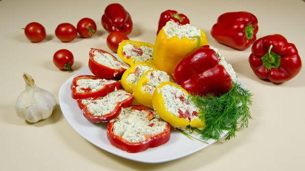 Салаты из болгарского перца на праздничный стол, на зиму. Рецепты с рисом, кунжутом, помидорами и без
