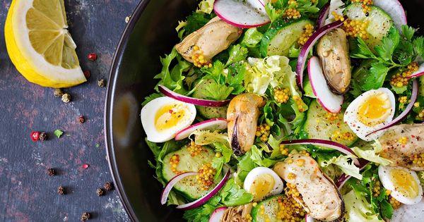 Салат с мидиями консервированными. Рецепты с помидорами, яйцом, огурцом, кукурузой, крабовыми палочками