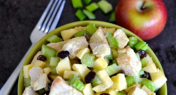 Салат с яблоком и курицей, сыром, яйцом, сельдереем, ананасом, перцем, киви, морковкой. Рецепты пошагово
