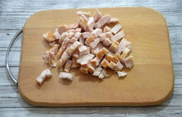Салаты с жареной картошкой соломкой. Рецепты с курицей, огурцом, ветчиной, морковкой, свеклой, грибами