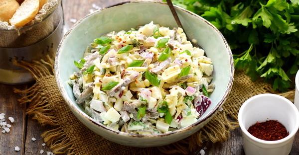 Салат Сердцеедка с куриными сердечками. Рецепты с сыром, морковью, горошком, грибами, огурцом, петрушкой