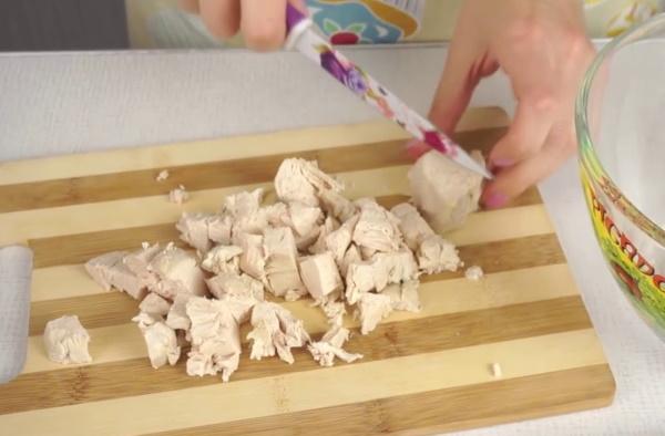 Шапка Мономаха салат. Рецепт классический с изюмом, орехами, гранатом, курицей, черносливом, свеклой