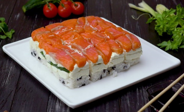Торт-суши в домашних условиях. Рецепты слоями со сливочным сыром, красной рыбой, крабовыми палочками