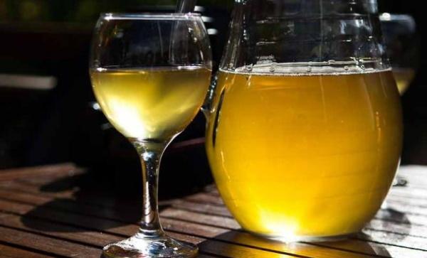 Вино из варенья в домашних условиях. Рецепт с дрожжами и без, рисом, изюмом из черной смородины, фейхоа, крыжовника, ревеня