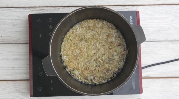 Что приготовить на первое блюдо из свинины, курицы, говядины быстро, недорого. Рецепты