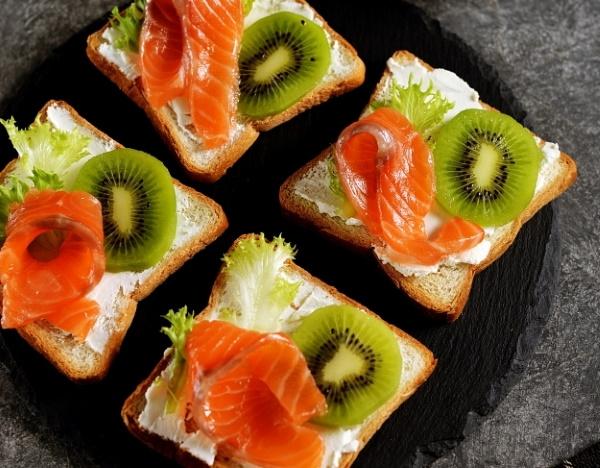 Бутерброды с красной рыбой. Рецепты с фото простые, вкусные со сливочным, творожным сыром