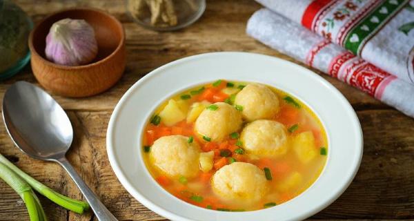 Как делать клецки для супа из муки, картофеля с фаршем, сыром, сметаной