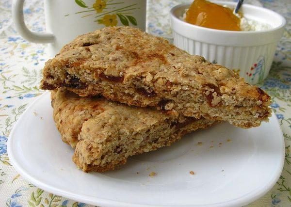 Коврижка на кефире с вареньем, какао, медом, повидлом. Рецепт пошаговый в мультиварке, духовке без яиц, масла, сахара