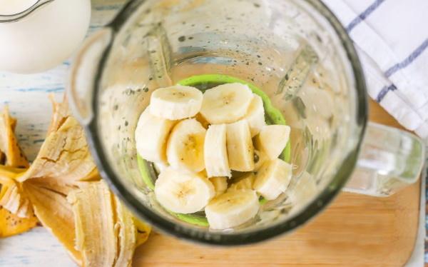 Мороженое из банана в домашних условиях, молока, сливок, какао, клубники, кефира