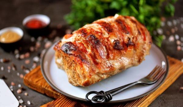 Мясо Гармошка в духовке. Рецепты в фольге, рукаве с картошкой, грибами, помидорами, черносливом