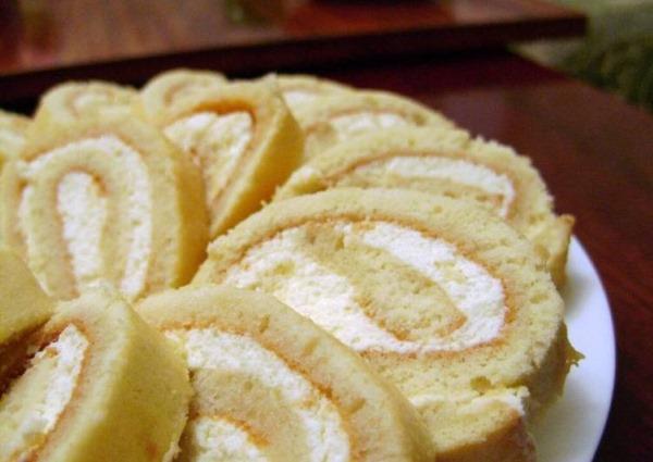 Начинка для бисквитного рулета. Рецепты из сметаны, варенья, творога, сгущенки, сыра, сливок, масла