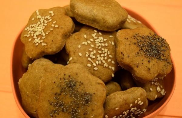Печенье из ржаной муки. Рецепты без сахара, яиц с яблоками, медом, творогом, сухофруктами, вареньем