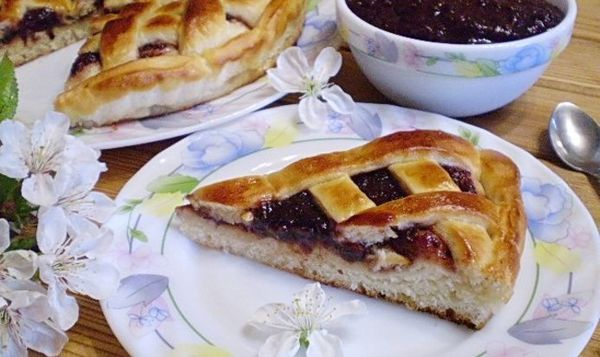 Пирог с вареньем в мультиварке. Рецепты на скорую руку на кефире, молоке, воде, сметане из слоеного, дрожжевого, песочного теста