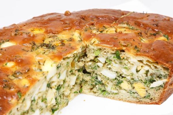 Пирог заливной с луком и яйцом. Рецепты на кефире, сметане, майонезе в мультиварке, духовке