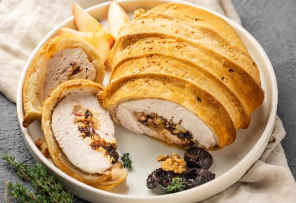 Рулет из индейки в духовке. Рецепты в фольге, беконе, тесте, с грибами, сыром, черносливом, орехами, овощами