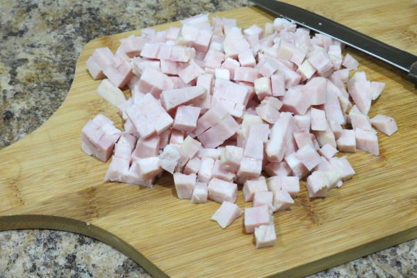 Салат Берлинский. Рецепт классический, с ветчиной, сыром, мясом, кетчупом, огурцами, томатным соусом