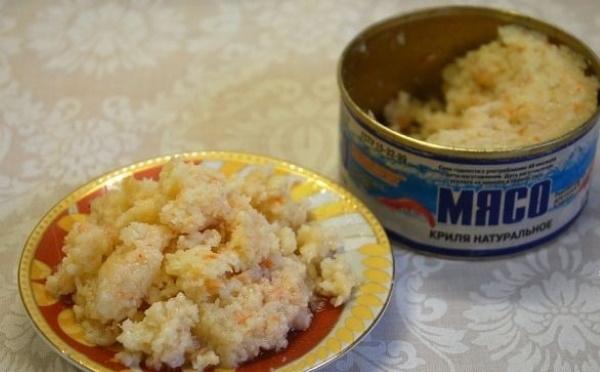 Салаты из мяса криля консервированного. Рецепты классического без майонеза с рисом, яйцом, авокадо, яблоком, ананасами