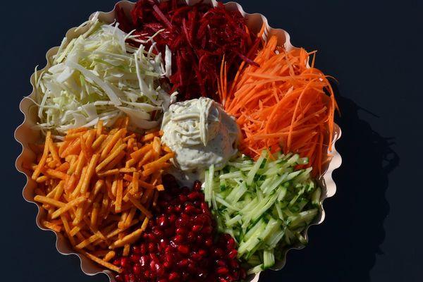Салат Калейдоскоп. Рецепт с корейской морковью праздничный, курицей, овощами, говядиной, чипсами