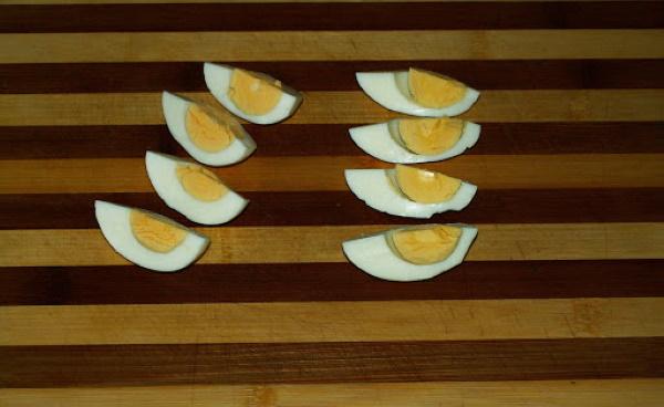 Салат Нисуаз с тунцом. Классический рецепт с яйцом, картофелем, фасолью, анчоусами, рукколой, от Высоцкой, Оливера, Рамзи