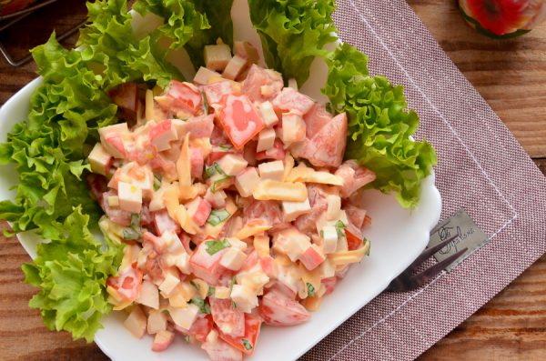 Салат с крабовыми палочками. Рецепты простые и вкусные