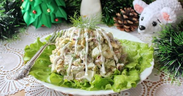 Салат с мясом свинины. Рецепт простой с грибами, фасолью, огурцом, горошком, луком