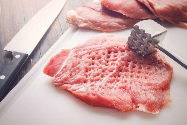 Свиные стейки на сковороде, гриле, мангале, в духовке в фольге. Рецепт с картошкой, сыром, грибами, ананасом, овощами