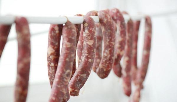 Сыровяленая колбаса в домашних условиях. Рецепт по ГОСТу с нитритной солью, специями из говядины, свинины, курицы