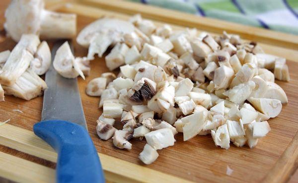 Утка с черносливом в духовке. Рецепт пошаговый с яблоками, рисом, курагой, айвой в рукаве, утятнице, фольге