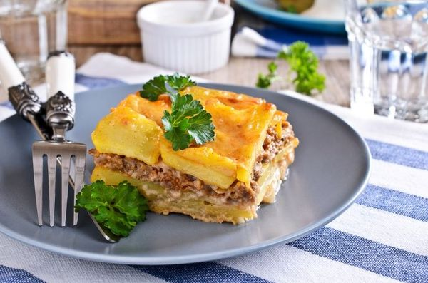 Запеканка картофельная в мультиварке. Рецепт простой, вкусный с фаршем, мясом, курицей, грибами, сыром, сосисками
