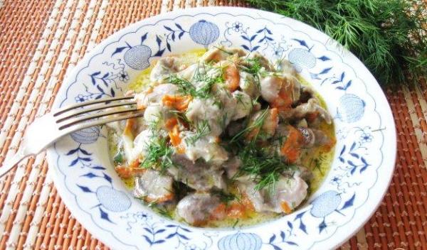 Желудки куриные в сметане тушеные. Рецепт, как приготовить на сковороде, в мультиварке, духовке, горшочках. Пошагово