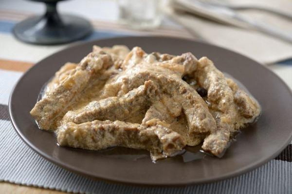 Бефстроганов из свинины. Рецепты в мультиварке, на сковороде с грибами, подливкой, томатной пастой