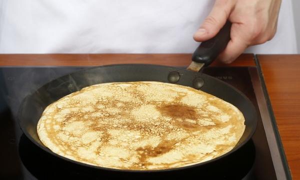 Блины из рисовой муки на воде, молоке, кефире. Рецепт без яиц с бананом, начинкой, сыром, крахмалом, кокосовым молоком